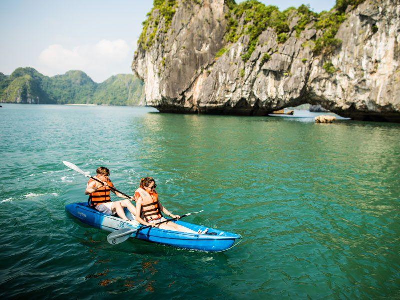 Kayakig in Lan Ha Bay Vietnam